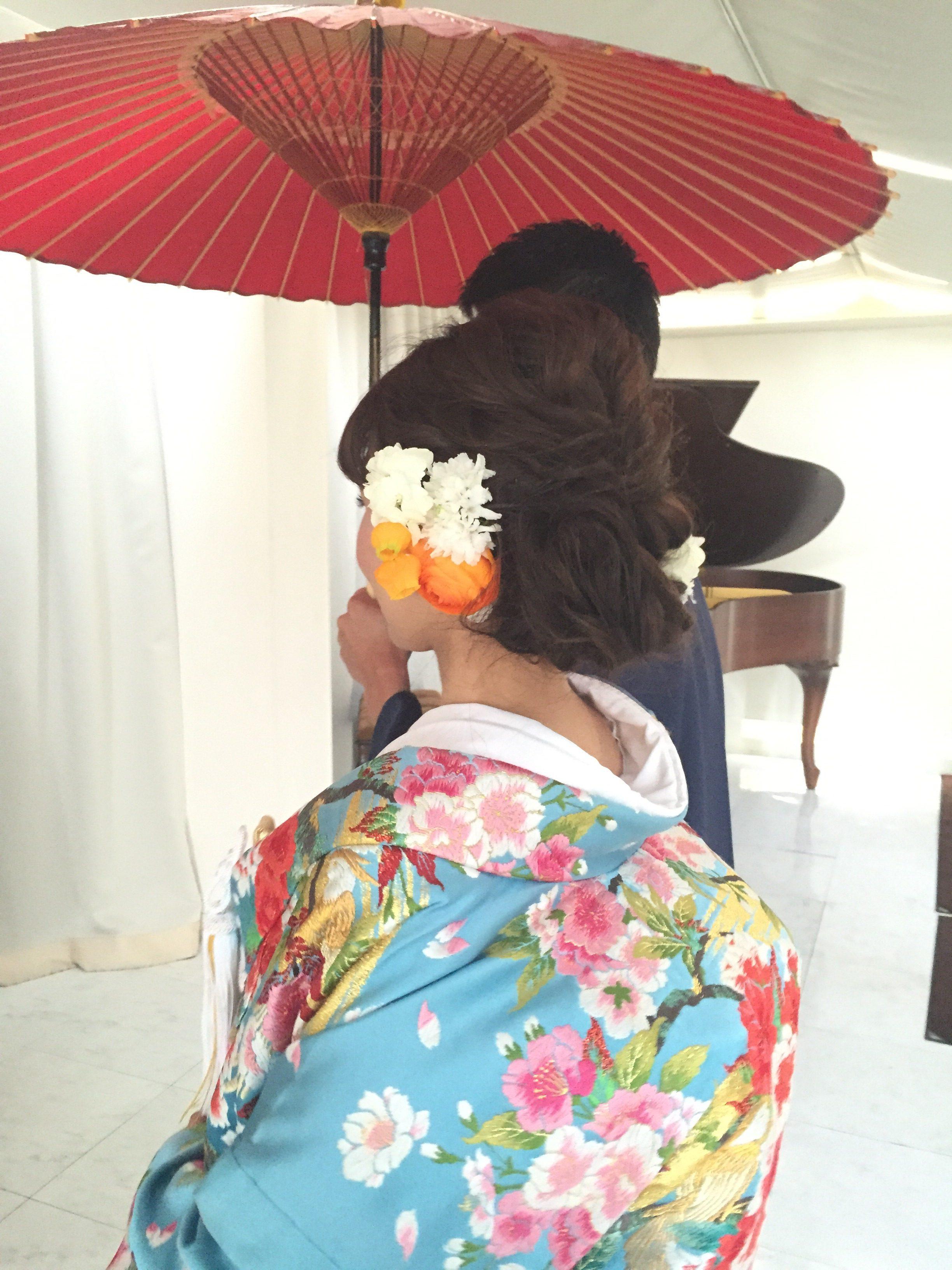 色打掛、ナチュラルで小柄な花嫁さん。髪の毛はセミロング。ナチュラルなシニオンスタイルで和装を可愛くアレンジ/福岡のブライダルヘアメイク、ブライダルシェービングはグランパルティータ